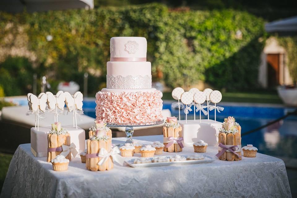 Tavolo con torta di compleanno - Tenuta Villa dei Fiori