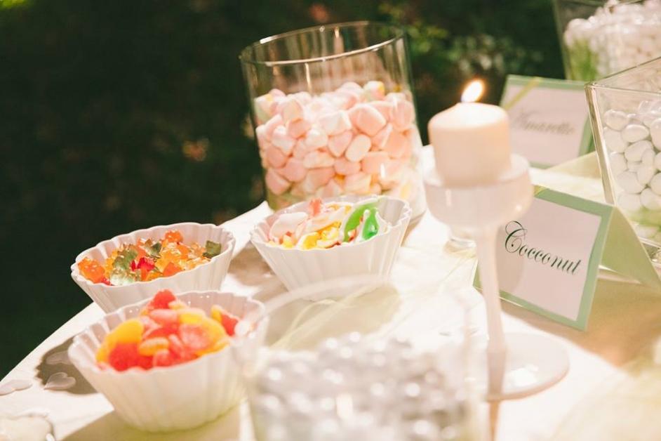 Tavolo con caramelle e confettata - Tenuta Villa dei Fiori
