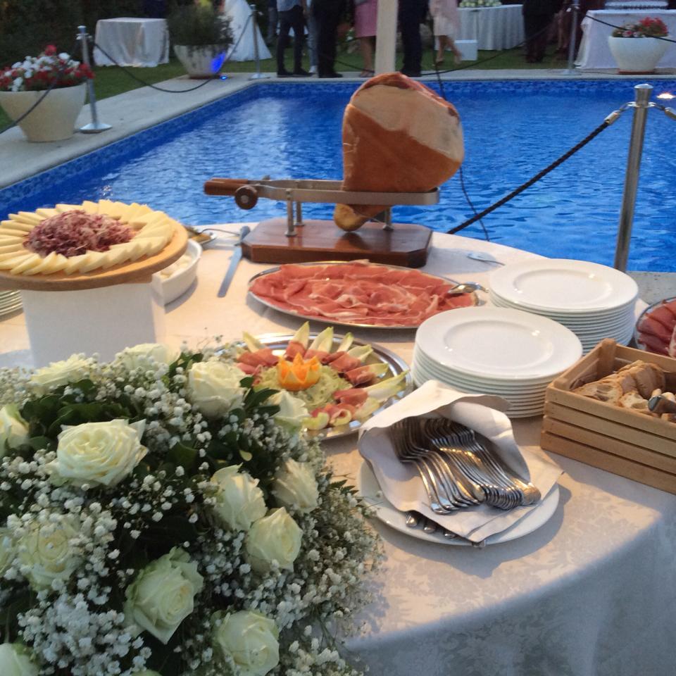 Dettaglio buffet bordo piscina - Tenuta Villa dei Fiori