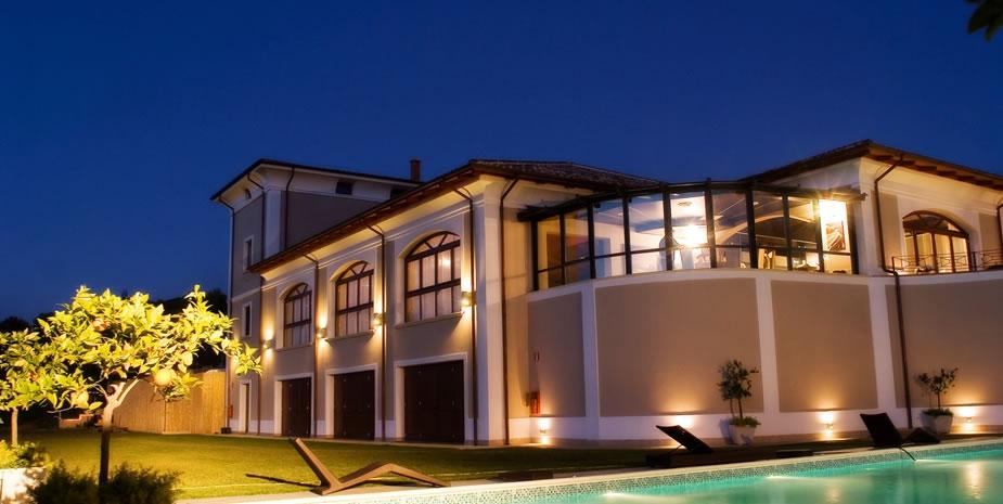 Tenuta Villa dei Fiori vista esterna di notte