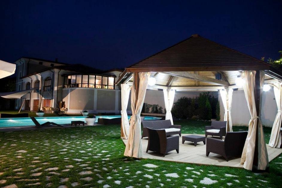 Dettaglio gazebo di notte - Tenuta Villa dei Fiori