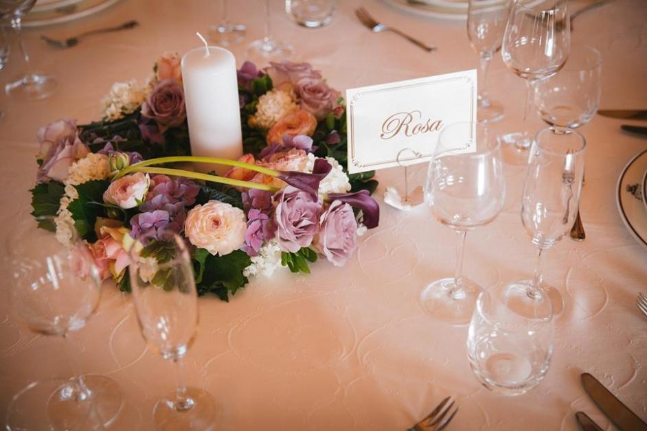 Dettaglio tavolo rosa - Tenuta Villa dei Fiori