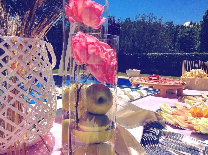 Dettaglio tavolo con vista buffet - Tenuta Villa dei Fiori