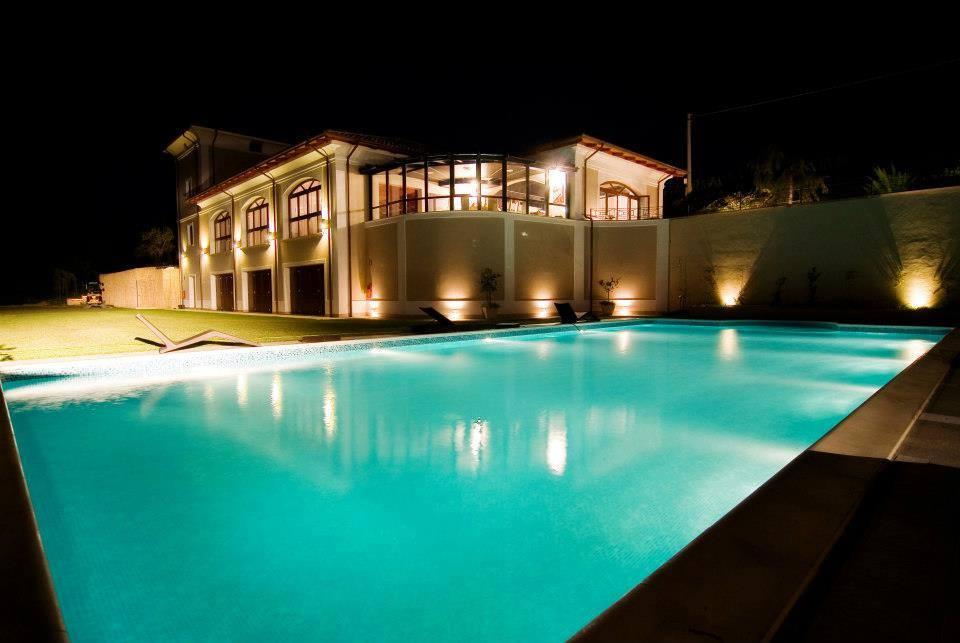 Dettaglio piscina vista notturna - Tenuta Villa dei Fiori