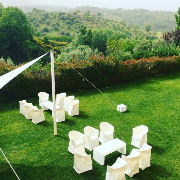 Dettaglio sedute in giardino - Tenuta Villa dei Fiori