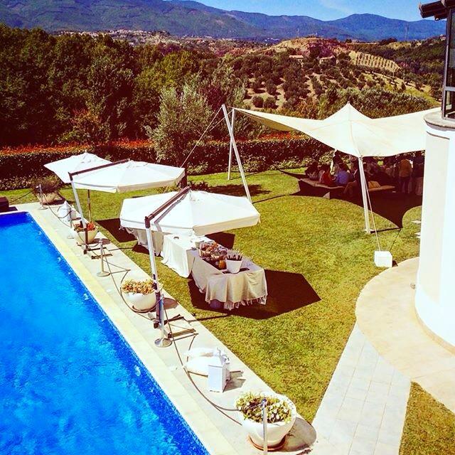 Dettaglio vista giorno bordo piscina - Tenuta Villa dei Fiori
